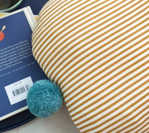 POMPOM MUSTARD STRIPE CUSHION (솜 일체형)